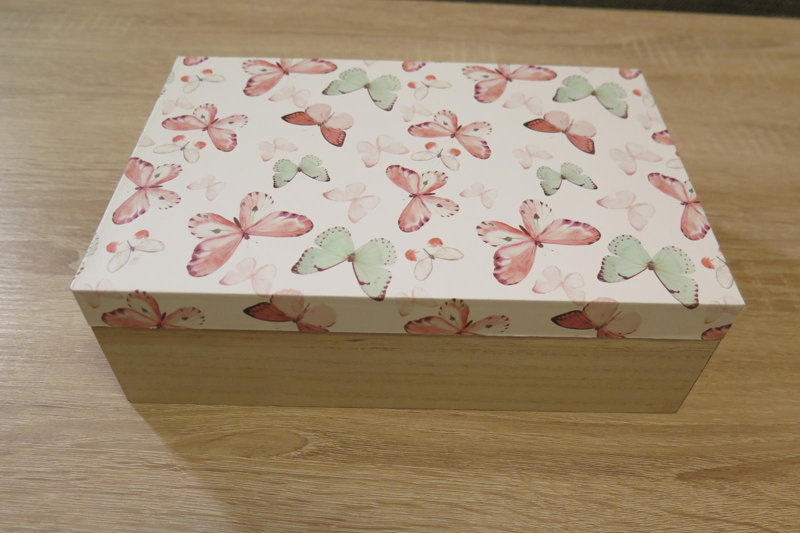 Dřevěná krabička s motýlky - Obrázek č. 1