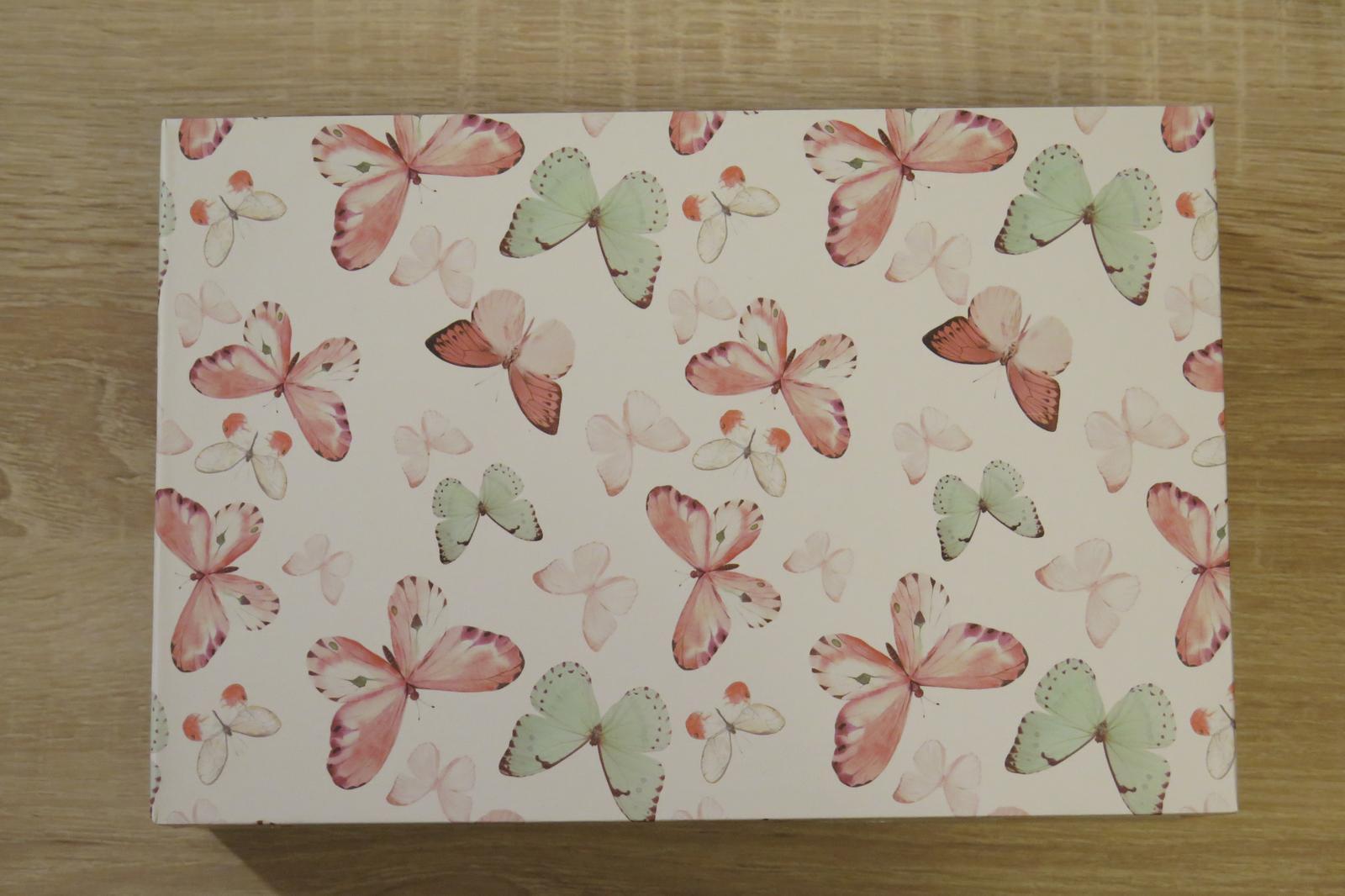 Dřevěná krabička s motýlky - Obrázek č. 2
