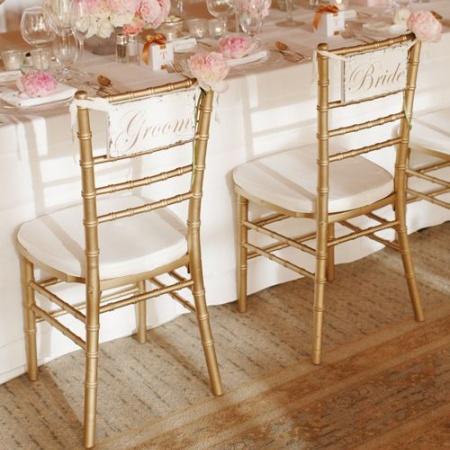 Pomaličky sa blížime k cieľu nášho začiatku :) - Zlaté Chiavari stoličky jedine v Merlot Agency