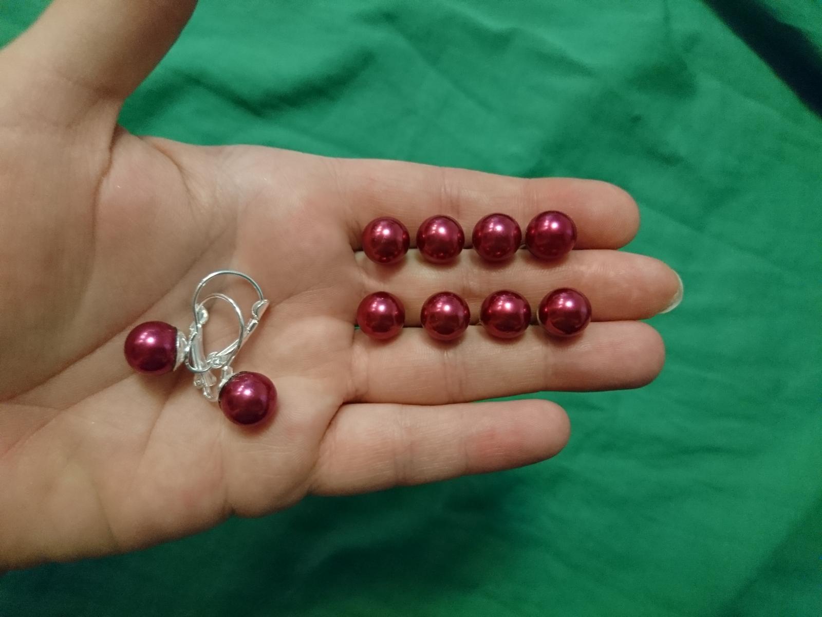 Perličky do vlasu a náušnice v tmavě červené barvě - Obrázek č. 1