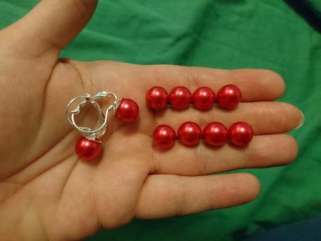 Perličky do vlasu a náušnice v červené barvě - Obrázek č. 1