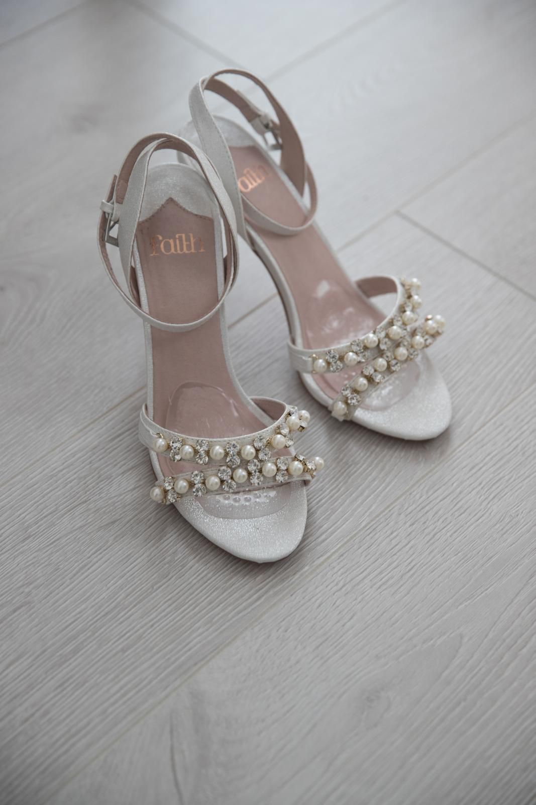 Svadobné sandálky-predané - Obrázok č. 1
