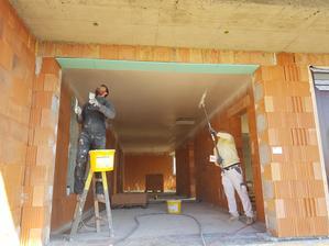 Dokončenie špachtlovania betónového stropu ;)