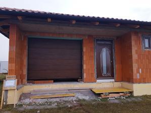 Garážová sekčná brána Lamelland - fólia orech ;)