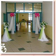 Krásne privítanie pred vstupom do sály musí byť...