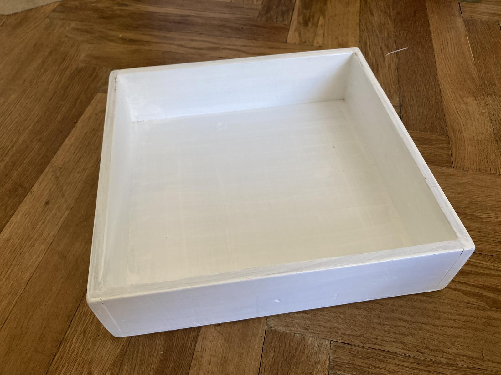Bílá dřevěná bedýnka střední - Obrázek č. 1