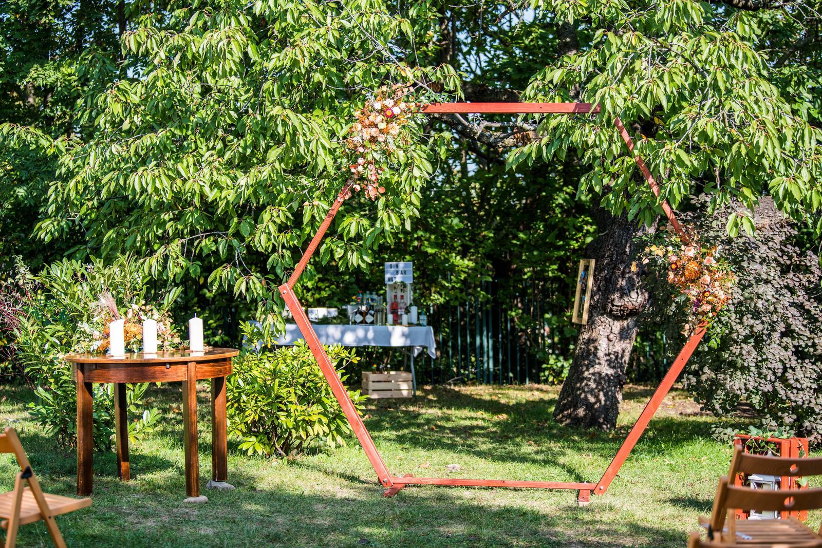 Slavobrána hexagon - Obrázek č. 1