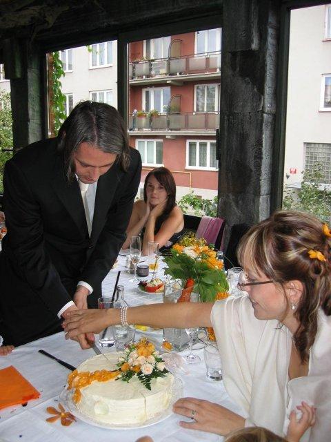 Michaela R.{{_AND_}}Jan R. - Krájení dortu Foto Míša