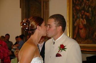 svatební polibek...