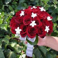 Vcelku jednoduchá svatební kytice..