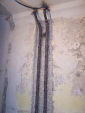 radiatorove trubky zapustene v stene