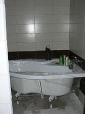Naše koupelnička... jeste nedodělaná, ale už se máme kde umýt