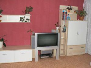 už máme i nábytek a televizi