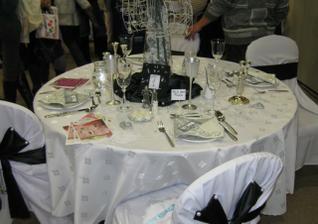 okrúhle stoly :) radšej ako rovné :)