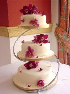 :o) predpriprava.... - podarená tortička..