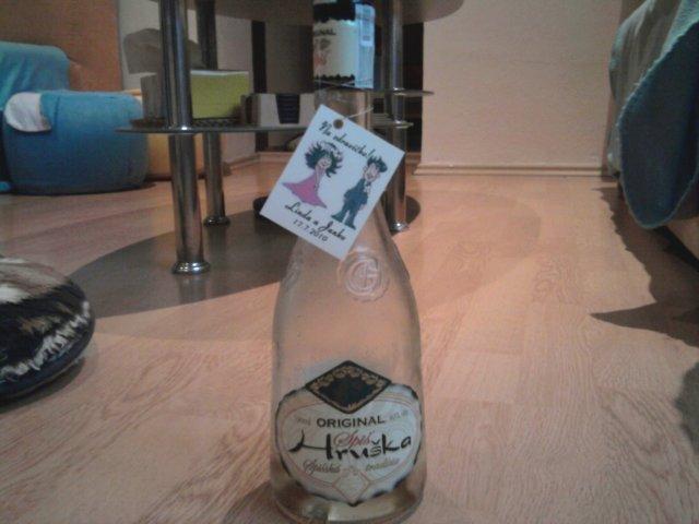 Linda & Jani - etikety na fľaše, vlastná práca :)