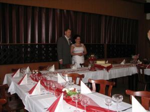 svatební hostina, stoli jsem si dělala sama