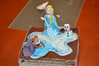 tady jsem dělala pouze dekorace na koupený medovník -Frozen