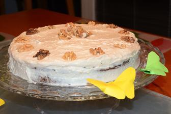 mrkvový dortík s ořechy