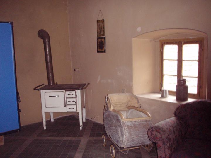 Trojanův mlýn - není promo firmy :-))) - Ještě sál, ten kus modého vlevo je pingpongový stůl, určitě využijeme