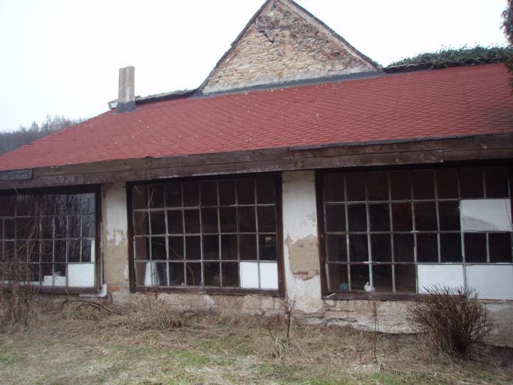 Trojanův mlýn - není promo firmy :-))) - Pohled na verandu z venku
