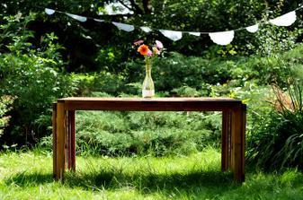 oltář, jinak náš stůl z terasy