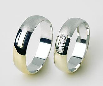 A je to tady :-)) - nakonec konečná verze prstýnků budou celé v lesku a 4 brilianty a představte si cena 9500 www.prstenyzabka.cz
