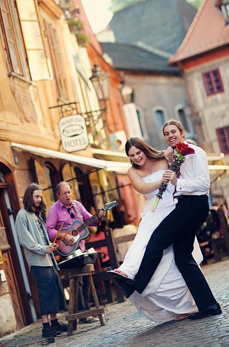 Markéta{{_AND_}}Lukáš - První manželský tanec proběhl na ulici :-))))