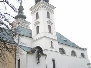 Lepší pohled na kostel narození Panny Marie ve Vranově u Brna