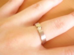 a ještě jednou zásnubní prstýnek na ruce