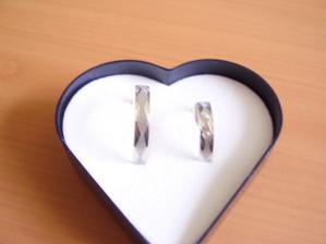 naše prstýnky...bílé zlato
