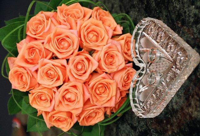 M+R=VL ;o)) - A ještě zblízka ... Ale těch růží je tam zbytečně moc nahňahňanejch ...