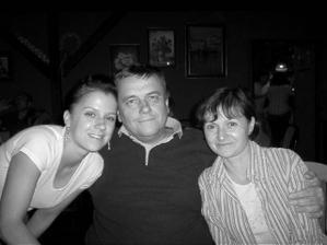 s rodiči na oslavě promoce