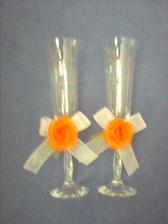 skleničky od paní Majvaldové,z Berounských keramických trhů, vyryto D+T 1.9. 2007 a cena super 100/kus!!! Už jsem je i přizdobila