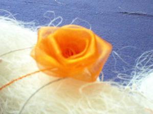 detail-růžička z organzy, krámek U bílé paní-Beroun
