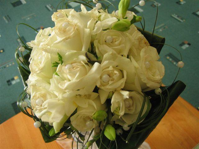 Vlado a stevka - moja svadobna kytica na druhy den po svadbe :)milujem ruze