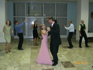 po redovom :) tancujeme konecne spolu :)