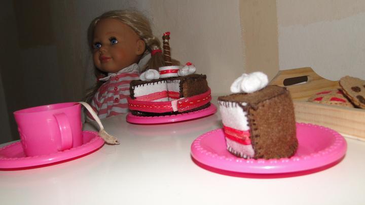 Bejvavalo - a takto vas pohosti moja slecna, torticka je rucna praca :)