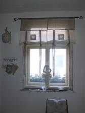 okno v kuchyni este nedorobene, musim obrusit a bude len drevene a odpratat naradie he:)