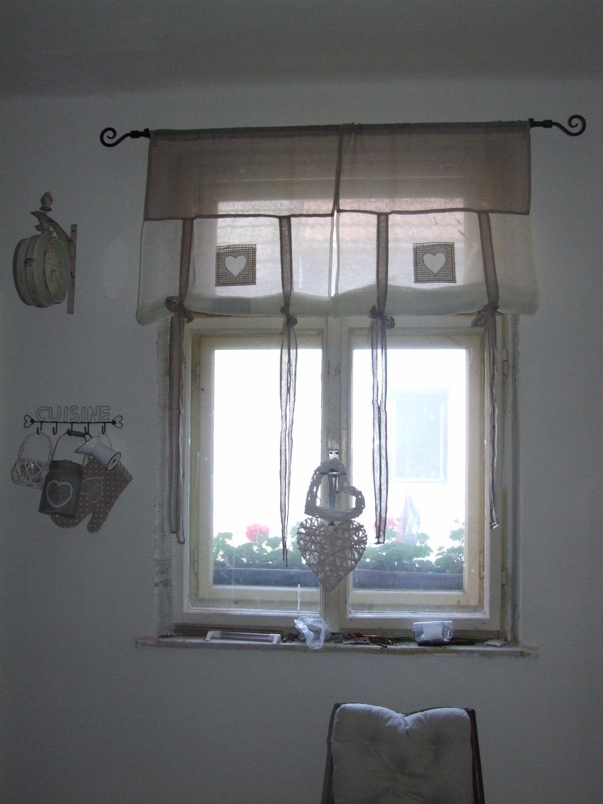 Bejvavalo - okno v kuchyni este nedorobene, musim obrusit a bude len drevene a odpratat naradie he:)