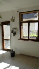 pribudli nam dvere, bude viac svetla juch. aa pustili sme sa do cistenia okien je to makacka ale stoji to za to :)