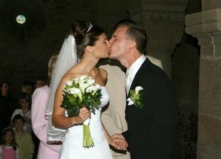 Tohle je spíš pusinka než manželský polibek :)