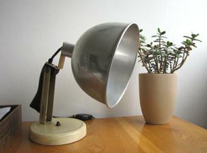 výrazná úleva nastala jedním zásadním prodejem :) a tak symbolicky - koupě nové lampy pro světelejší zítřky :) ...