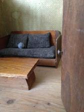 kanape má i svůj pokojíček a já s tím vším mám takové plány, ale to bude na jiné album. Pokojíček ovšem zůstal v ČR a zatím ho stěhovat nehodlám.