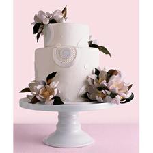takovy moderne dekorativni dort je taky moc pekny a navic ladi barevne...