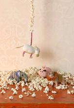 premyslely jste treba o dekorativnim ucinku popcornu? :)))