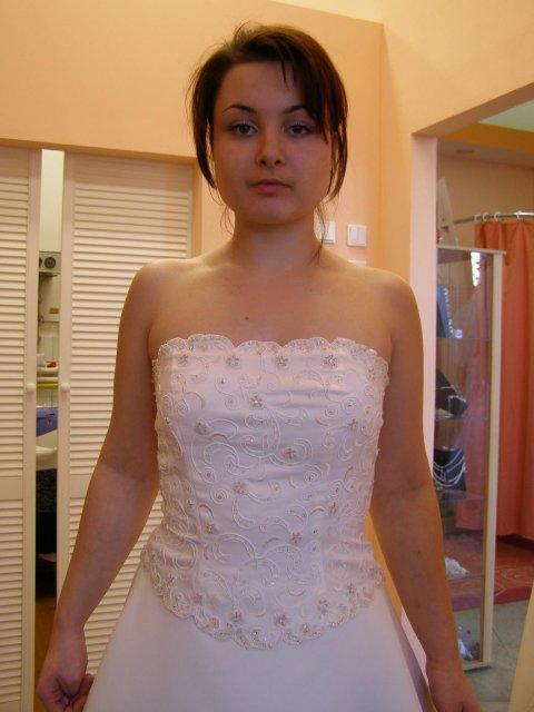 Včelička a čmeláček 9. 6. 2006 ve 12 hod. - Tak tyhle jsou z Nevěsty, vypadali moc hezky, ale moje ségra mi řekla, že v nich vypadám jako ona, tak jsme je zavrhli... :-)