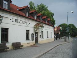 """Včelička a Čmeláček - 9. 6. 2006 - """"U Bezoušků"""" budeme mít svatební hostinu i svatební noc!!!:"""