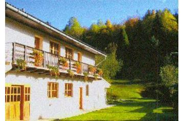 Včelička a Čmeláček - 9. 6. 2006 - Tak to téhle krásné horské chatičky pojedeme na první týden svatební cesty. Oravský Biely Potok. Krásná příroda, mnoho pamatek, Tatry..... co dodat... :-)