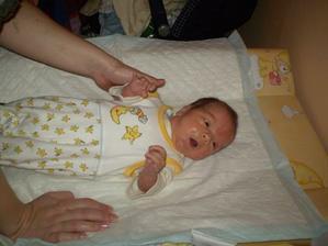 4.3. v 15.35 se nám narodil náš synáček Adámek. Měřil 49cm a vážil 3280 g.